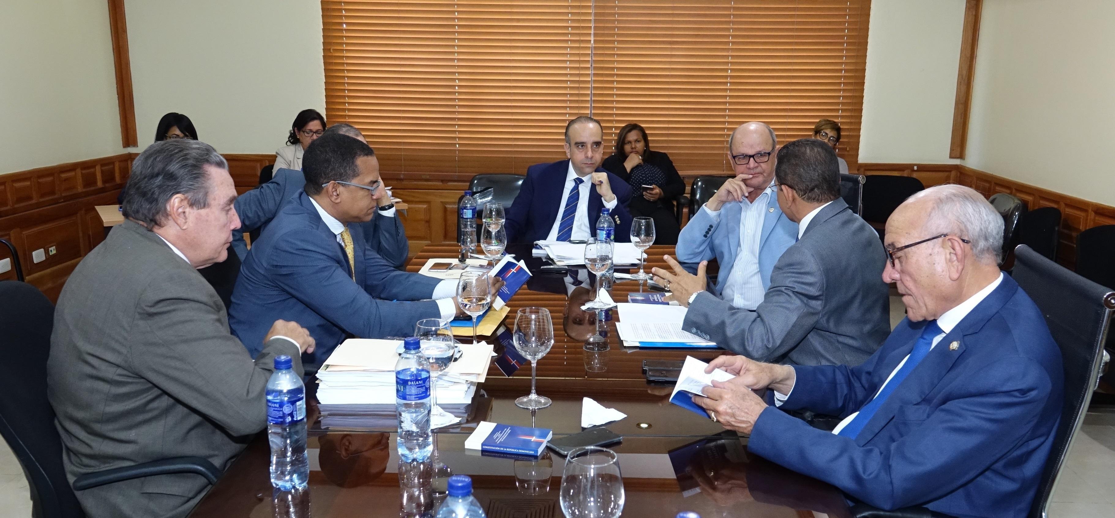 Comisión estudia ley de partidos recomienda primarias abiertas